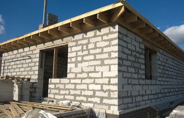 Ein Haus wurde mit Porenbeton bzw. Gasbeton gebaut.
