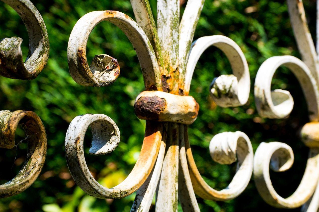 Einen Zaun reparieren