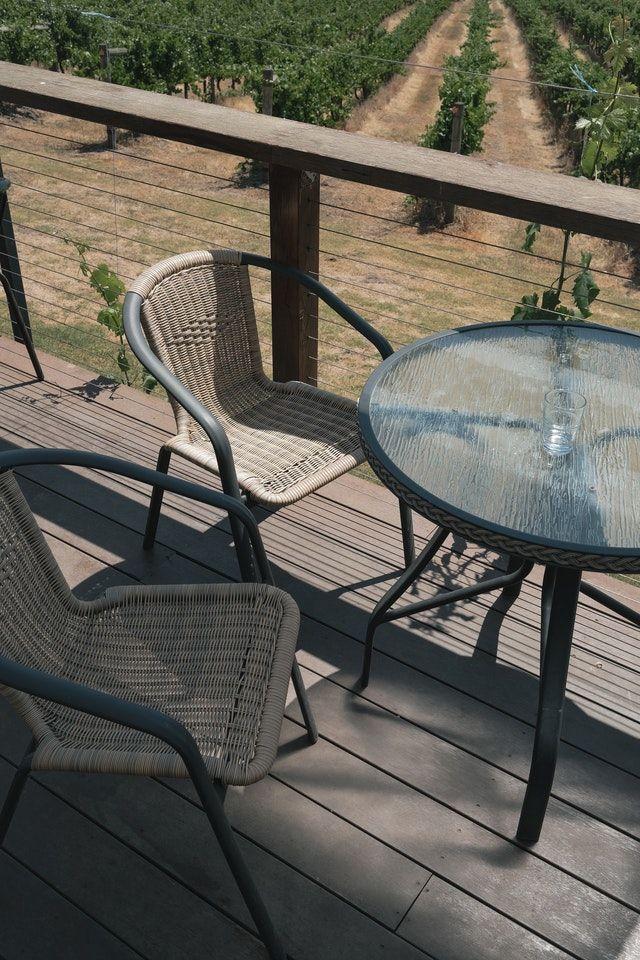 Die Gartenmöbel sollten nicht zu billig sein.