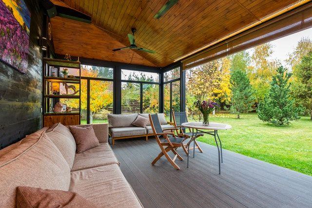 Terrasse mit einer Holzimitation