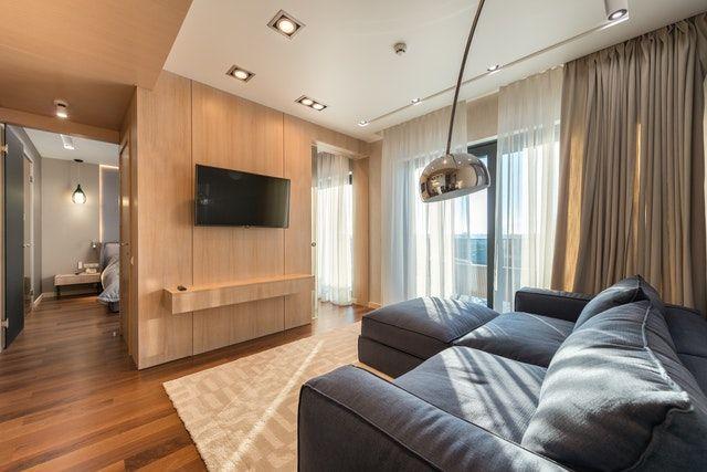 Wohnzimmer mit einen Anthraziten Sofa